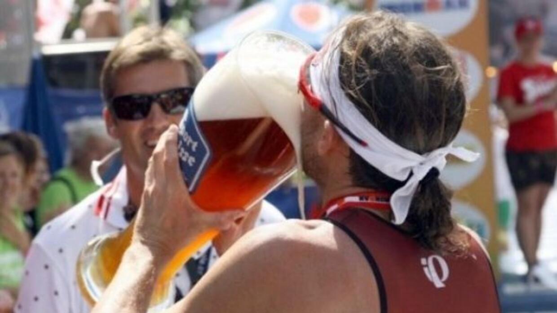 Bebiendo cerveza (foto: actualidad.rt.com)