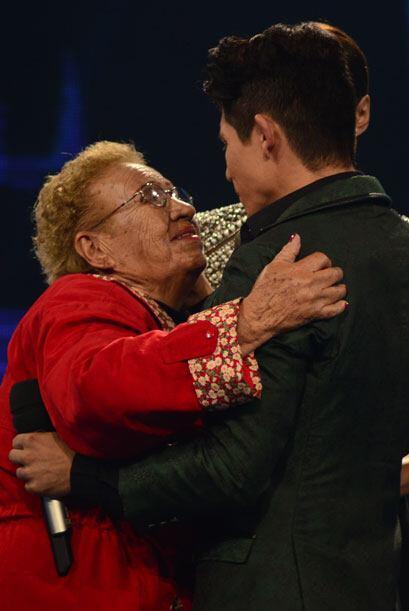 La abuelita de Fer también vino a darle una de sus distintivas bendiciones.