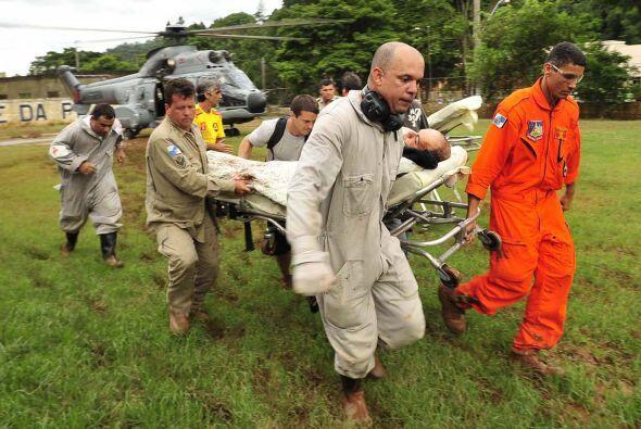 Los rescates se vieron entorpecidos debido a que sólo se puede llegar en...