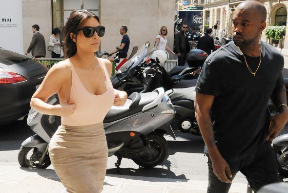 Kanye se puso nervioso con el escote de su mujer.Mira aquí lo &ua...