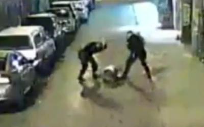 Un video evidenciara la golpiza que le propinaron durante su detención.