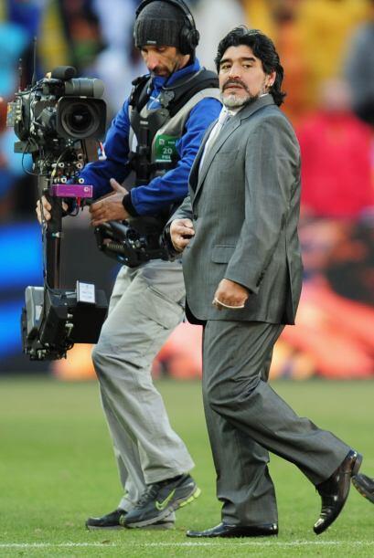 ¿Alguna duda de que a Maradona le gustan las cámaras?