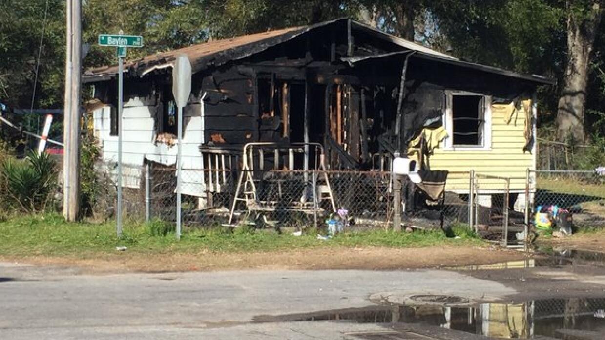 Mueren cuatro niños en incendio de una vivienda en Pensacola