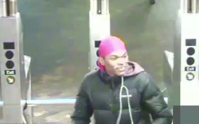 Autoridades buscan a un delincuente por robos en el subway