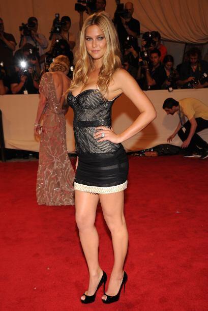 ¡Bar Vs Shakira!, hace unos meses se dijo que el futbolista Piqué había...