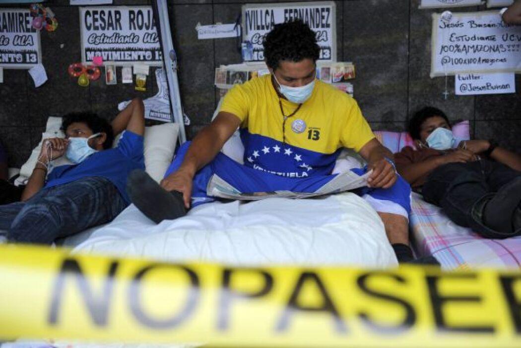 Un grupo de 14 jóvenes venezolanos, la mayoría estudiantes universitario...