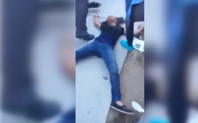 Video muestra un enfrentamiento a golpes en una escuela preparatoria, el...
