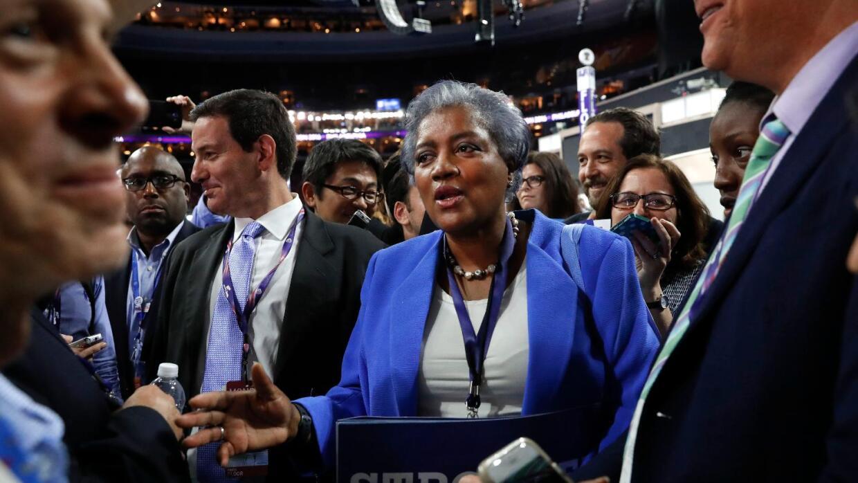 Donna Brazile: Todo el que ha estado en la campaña está en los correos f...
