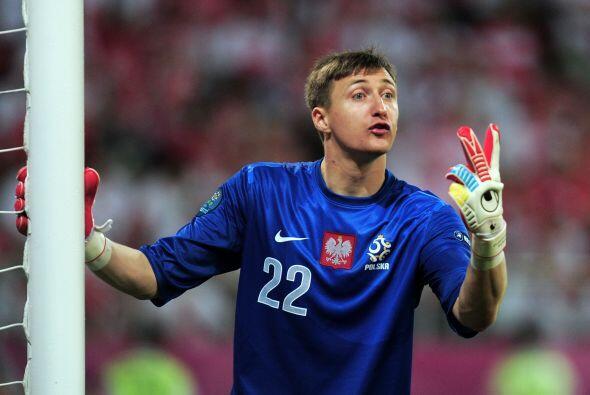 El polaco Przemys Tyton está listo para defender la meta del Elch...