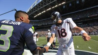 Peyton Manning y Russell Wilson (AP-NFL).