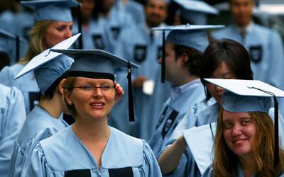 Estudio señala que los empleadores prefieren a personas con título unive...