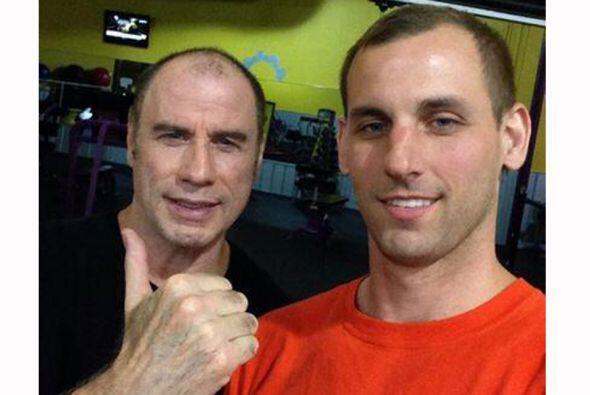 John Travolta usa desde hace años peluca para ocultar su calvicie...
