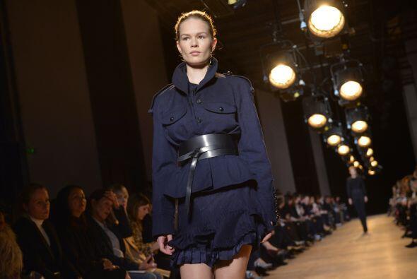Isabel Marant eligió cinturones de cuero para complementar algunos atuen...