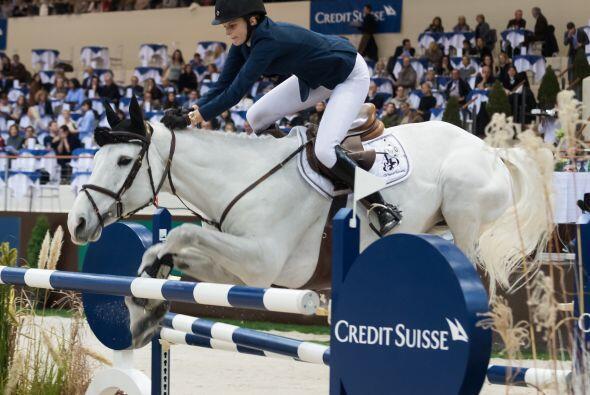 Estaba montando su caballo durante una de las rondas eliminatorias.