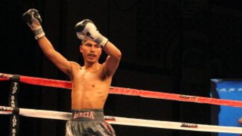 'Mikey' García TKO a Jonathan Barros.