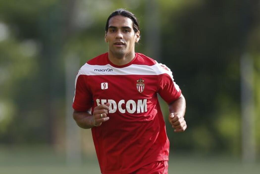 Radamel Falcao tiene 28 años y gana $14.150 millones de euros, poco más...