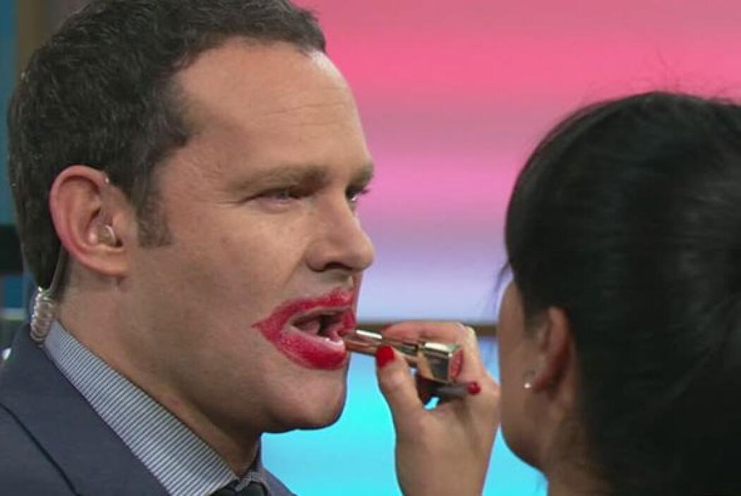 Tampoco le teme al maquillaje. ¿Quién quiere un besito de Alan?