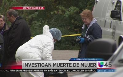 Hallan cadaver de mujer en una zanja
