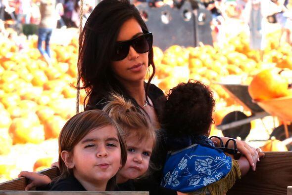 Los pequeños Mason y Penélope tampoco se despegaron de Kim.