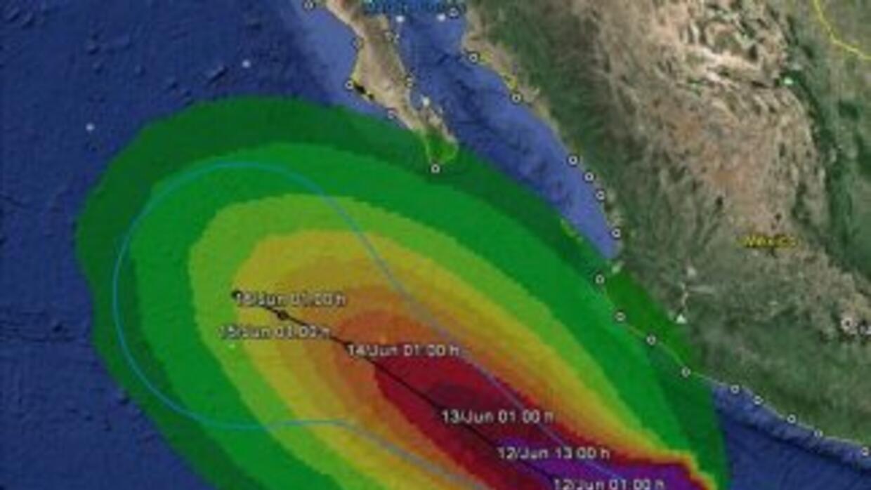 El fenómeno se localiza frente a las costas de Michoacán y mantiene un l...