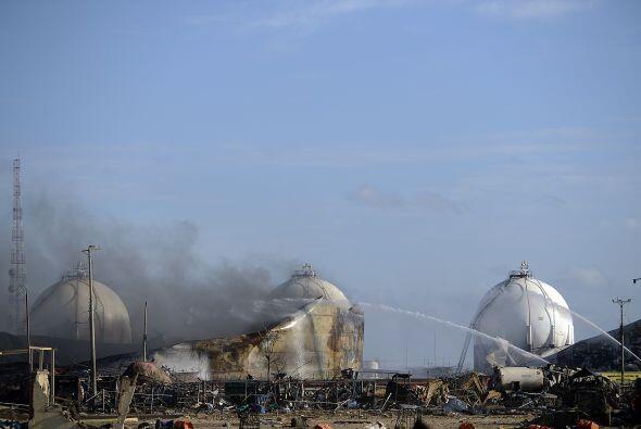 25 de agosto. Una explosión en una refinería de petróleo en el estado de...