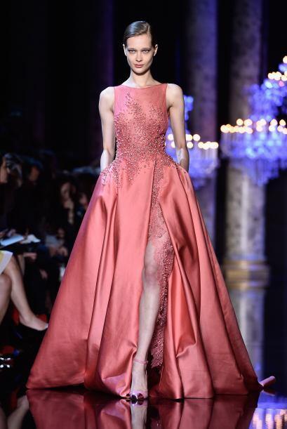 Si quieres algo más sofisticado opta por un vestido con escote de ojal t...