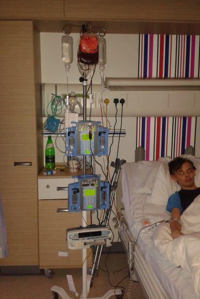 La operación que le realizaron en la rodilla fue satisfactoria, pero a c...
