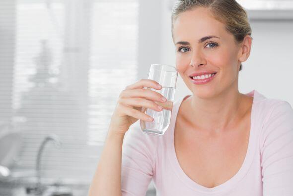 Y concentrarse en el vaso de agua con pensamientos positivos, mal no hac...