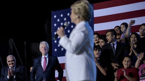Vicente Fernández le aplaude a Hillary Clinton después del...