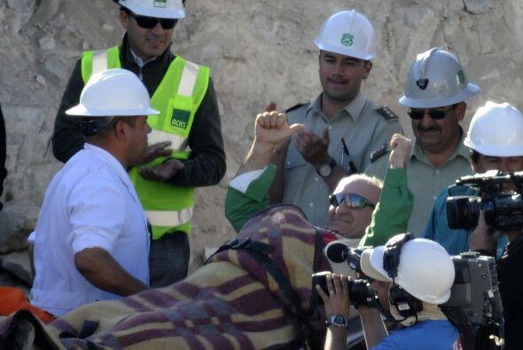 El minero José Henríquez, de 54 años, se convirtió en el número 24. Lle...