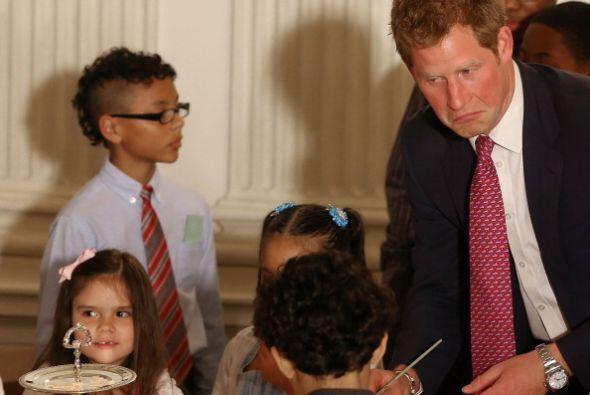 Ahí estuvo también con algunos niños.