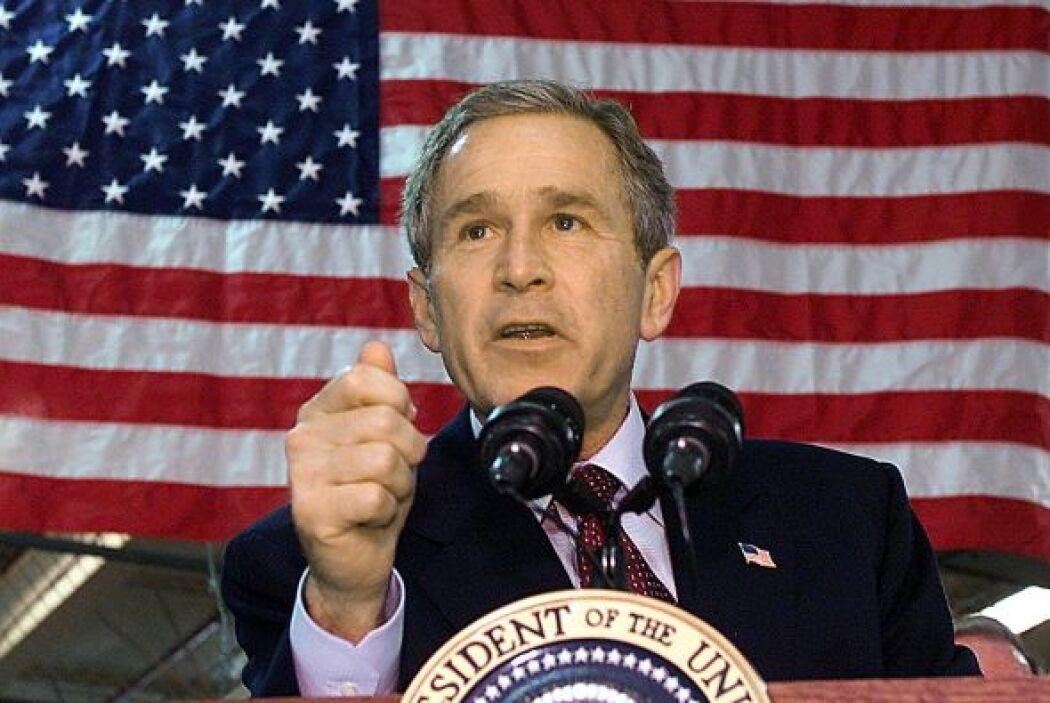 El presidente Bush, con dos guerras en el exterior, ordenó una especie d...