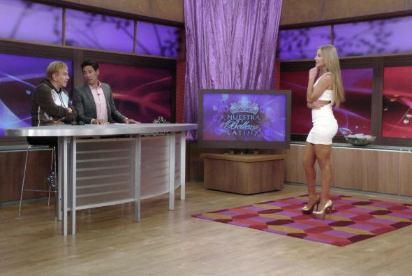 La primera en entrar a escena fue Ximena Córdoba quien luci&oacut...