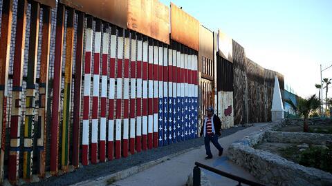 Unos 64 empresarios hispanos se habrían postulado para la construcción d...