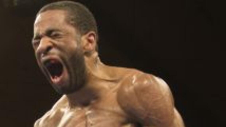 Lamont Peterson es campeón mundial superligero de la FIB.