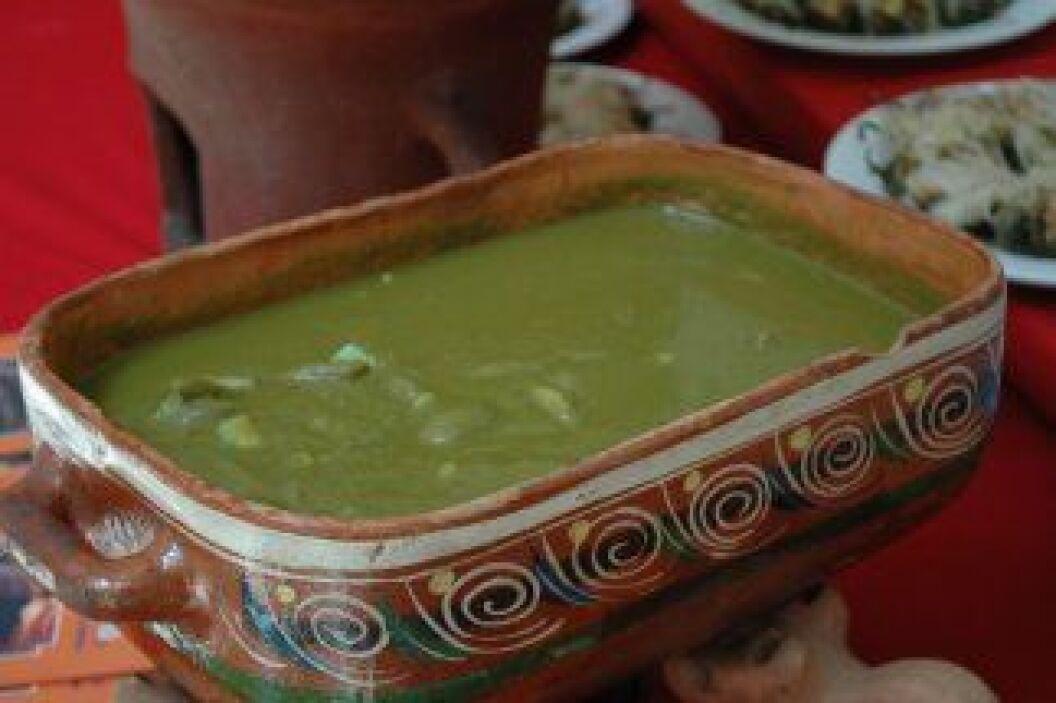 Mole verde con verduras: Platillo prehispánico hecho a base de hojas de...
