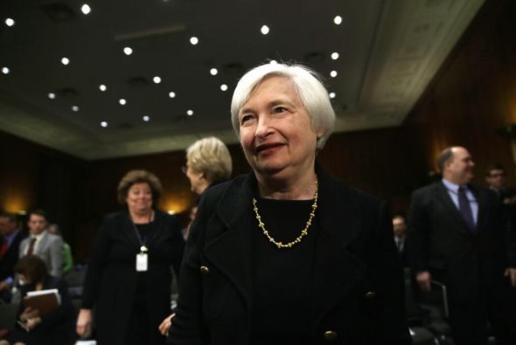 Los senadores de la Comisión votaron 14 a 8 en favor de Janet Yellen, de...
