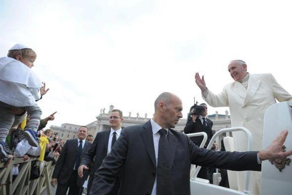 El Papa y su cercanía con los niños siempre da la vuelta a...