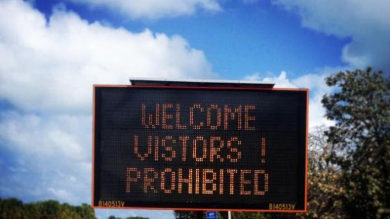 """Welcome visitors! Prohibited."" (¡Bienvenidos visitantes! Prohibido.) As..."
