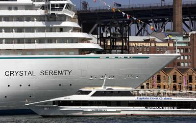 Una imagen de 2005 del Crystal Serenity, que ahora transita por el Ártico