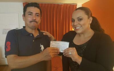 Sergio Juárez (i) junto a Yesenia Ortiz-Del Valle junto con el ch...