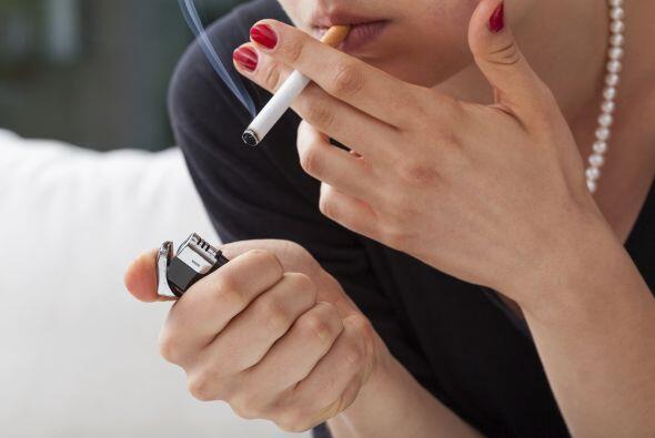 1. El tabaco. Tal vez no lo sepas, pero fumar es tan malo para tus ojos...