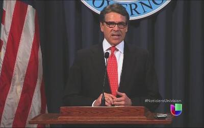Rick Perry, gobernador de Texas, se defendió de las acusaciones en su co...