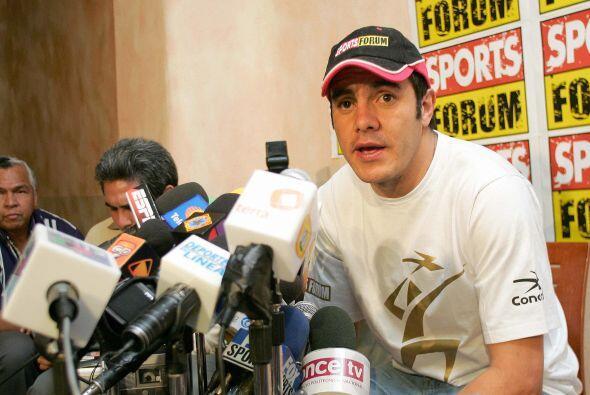 Hasta él mismo dio una conferencia de prensa para expresar su des...