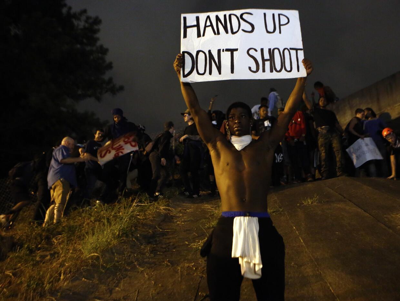 Los manifestantes en Charlotte bloquearon la carretera interestatal.