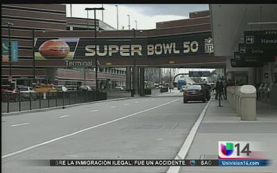 Llegan vuelos con aficionados al Super Bowl