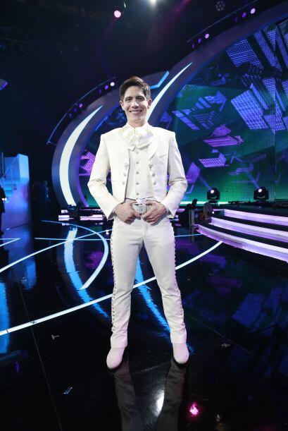 Fernando Corona con otro vistoso traje de charro.