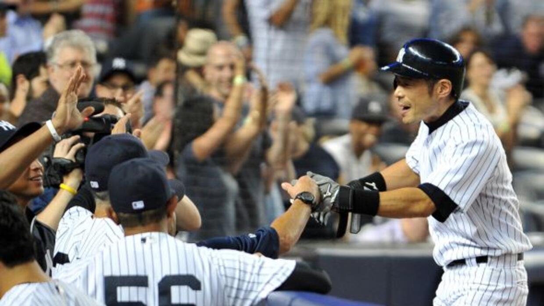 Ichiro Suzuki empleó toda su experiencia para despachar dos pelotas del...