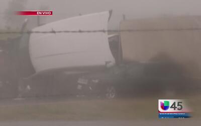 Lluvias provocan fuerte accidente vial en Navasota