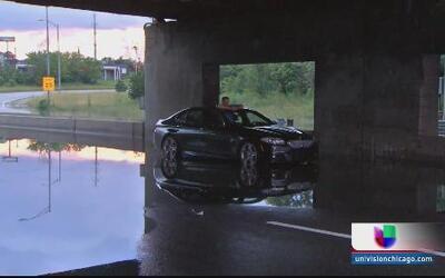 Caos en la I-290 por repentinas inundaciones